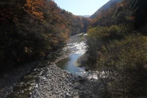 西沢渓谷のつり橋から見た左側