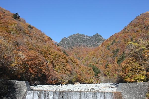 西沢渓谷のつり橋から見た山々