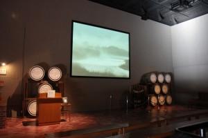 サントリー白州工場見学ツアー待ち合わせ場所の映像モニター室