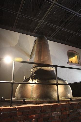 サントリー白州工場にある初期の蒸留釜