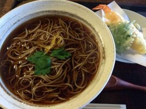 北杜市台ヶ原宿にある蕎麦屋くぼ田の天ぷらそば