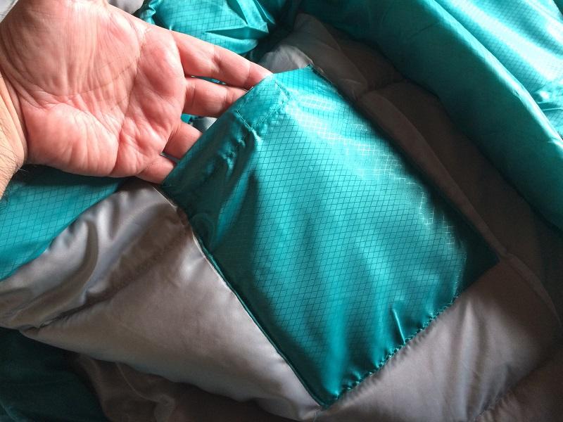 コールマン冬用寝袋の内ポケット